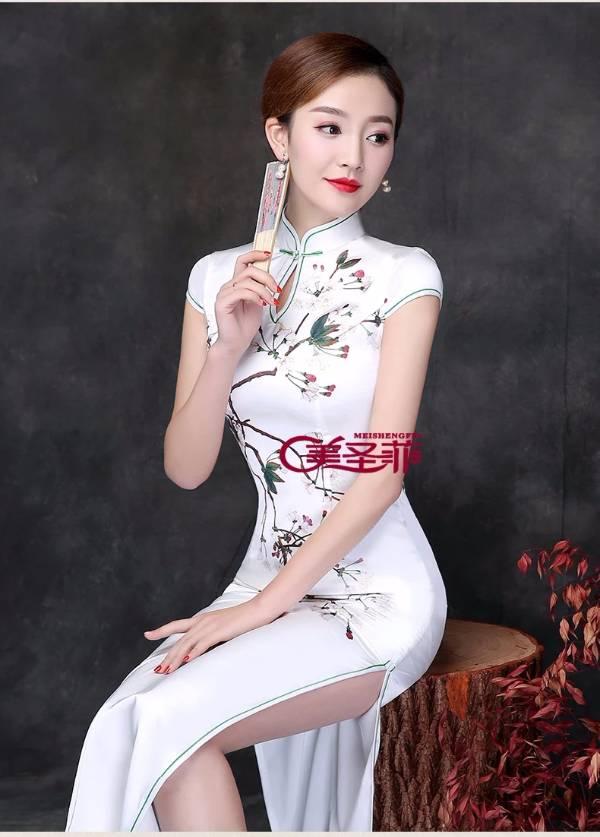 问一下这位旗袍模特的名字