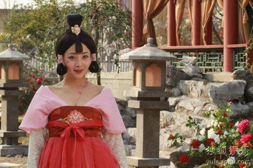 殷桃在武则天秘史不同时期的服装变化