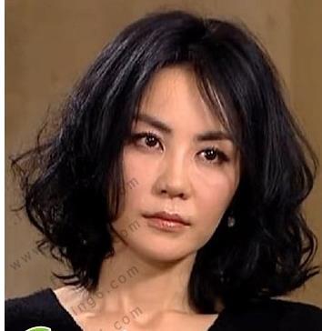35岁的女人圆脸有点大,适合什么发型啊!厚重的刘海可以吗?