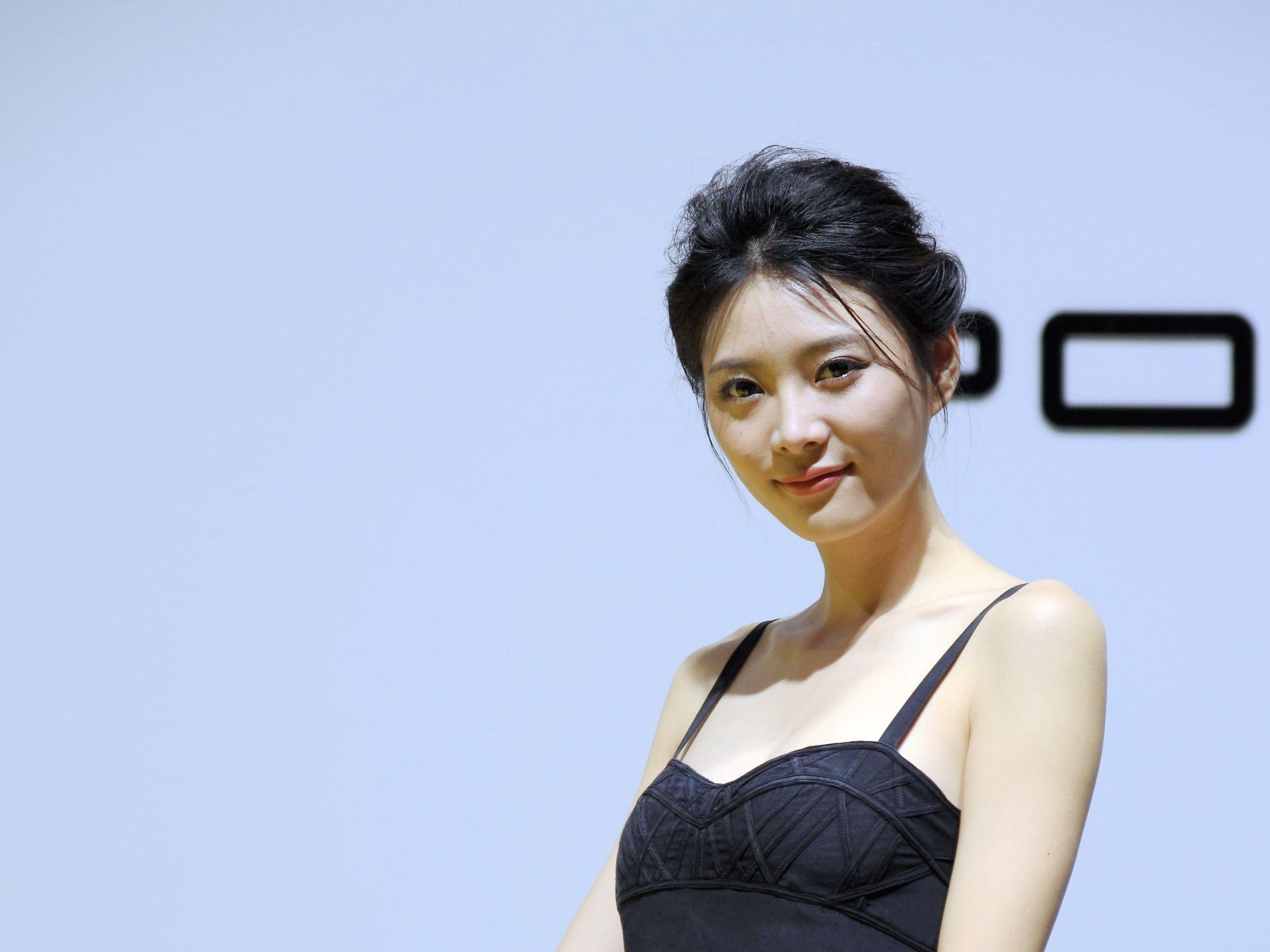 求模特姓名. 2013义乌车展保时捷展台的mm,清纯,亮丽.