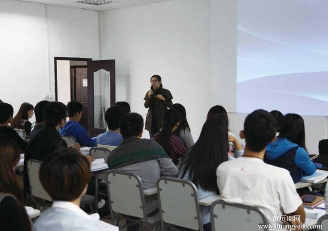 百度营销大学同时开展院校合作业务方向,社会培训合作方向和企业培训