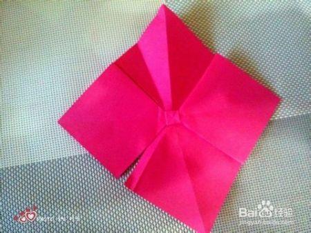 怎么将折星星的纸折成蝴蝶结?