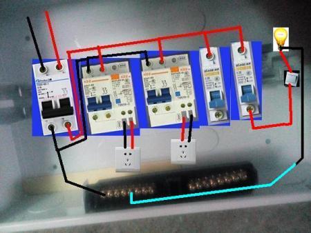 家用配电箱这个怎么接?我是要接3个回路的,厨房插座分开,插座,灯线.