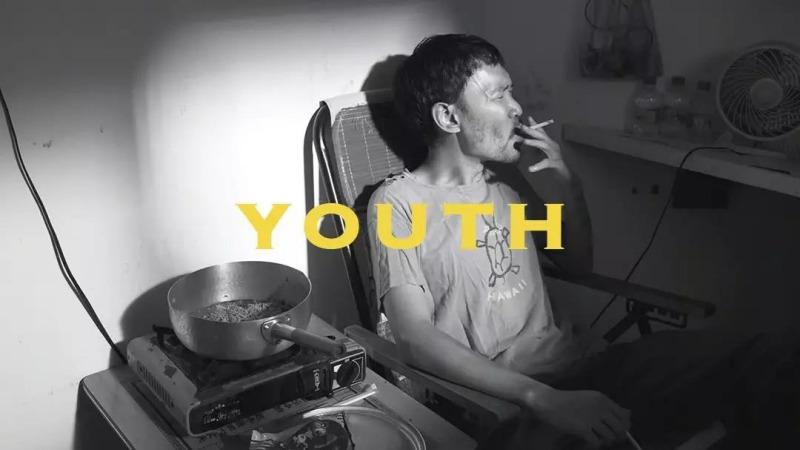 年轻人的孤独,是从失去客厅开始的?
