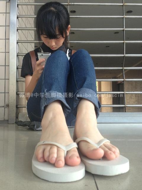 中学生脚模套图_【求套图】中学生脚模 模特小哈。。极品,脚趾整齐超白。极品 ...