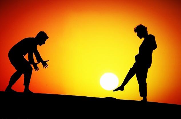 太阳和人打一成语