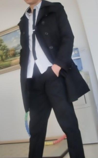 黑风衣黑裤子_卡其色风衣配黑裤子