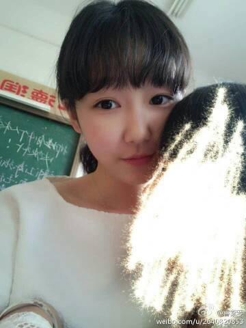 高中漂亮女生照片_不要网上的,来几张同一个人的长发高中女孩照片!!漂亮些 ...