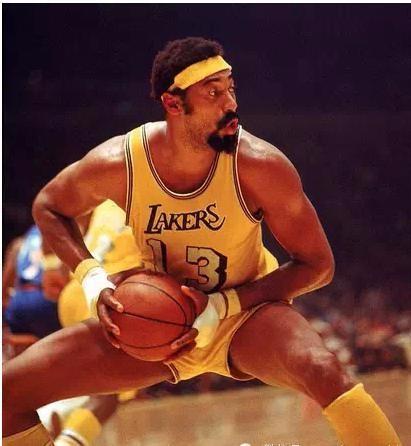 贾巴尔评价张伯伦_NBA中谁的单场得分50+次数最多_百度知道