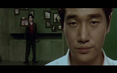 收看姐弟乱论片_韩国电影《老男孩》里 大秀是怎么得知姐弟乱伦的?