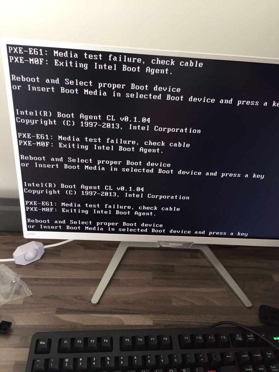 刚买的电脑开机就出现PXE-E61:media test failure,check cable一