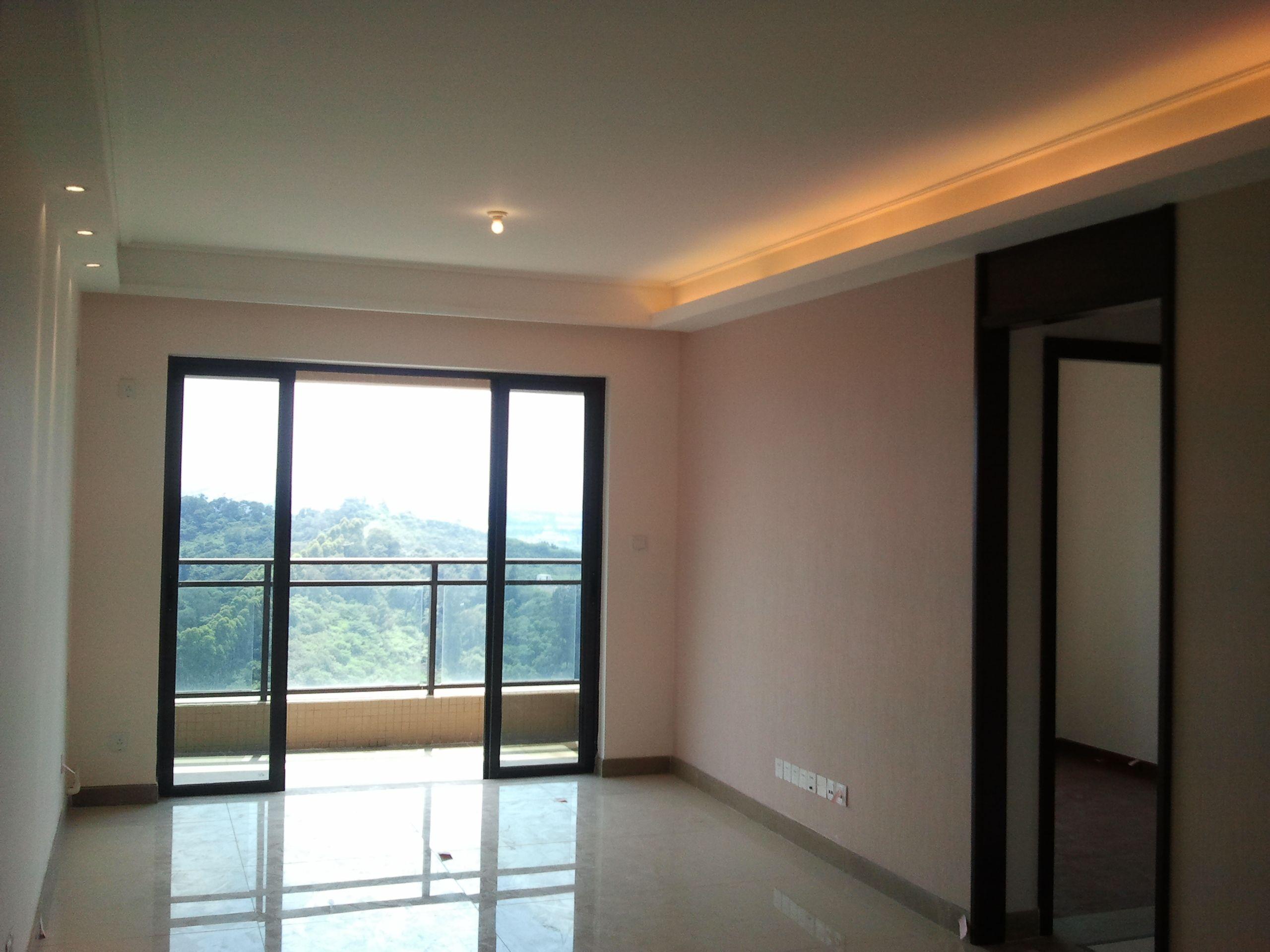 客厅墙面挂砖效果图_全屋均为仿红木色门,客厅米白色地砖,请问客厅和卧室的墙面 ...