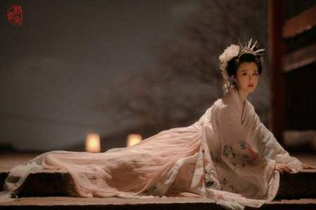 唐明皇与杨贵妃的诗词 描写唐明皇与杨贵妃的一句诗