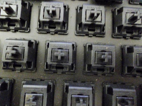 黑轴机械键盘声音_机械键盘声音从小到大分别是什么轴?_百度知道