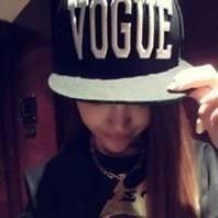 qq非主流戴帽子头像_要戴鸭舌帽的侧脸图的女生图(做qq头像用的)最好是黑白的。非 ...