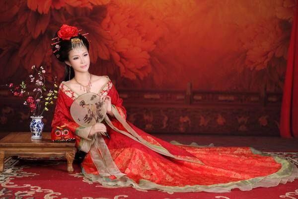 """古代沦落""""烟柳之地""""的青楼女子,她们身上为什么要系一根红绳?"""
