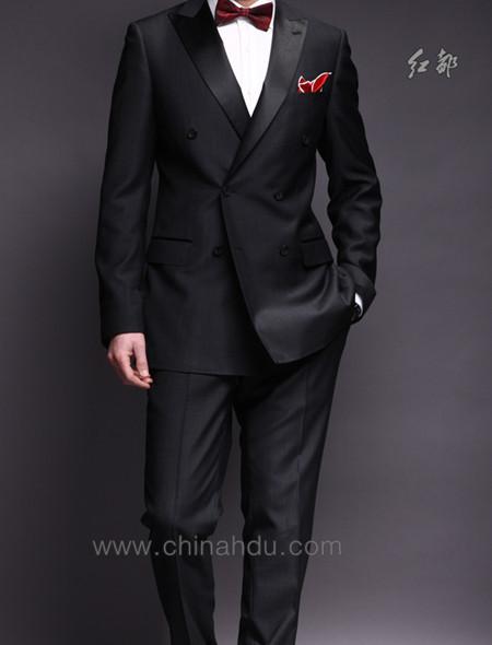 甲 无腰封 ,酒红色亮面衬衫,配黑色领结还是什么颜色的领带好呢