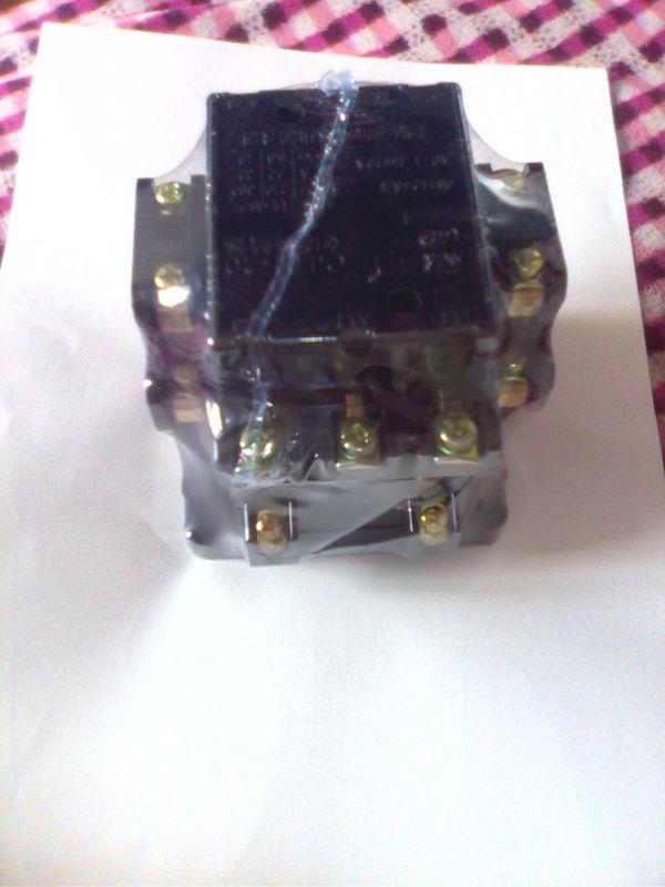 超级式时间继电器和老款220V交流接触器以及跟一个开关的接线图
