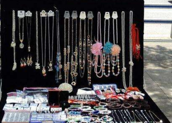 摆地摊卖小饰品_摆地摊卖饰品需要注意些什么_百度知道