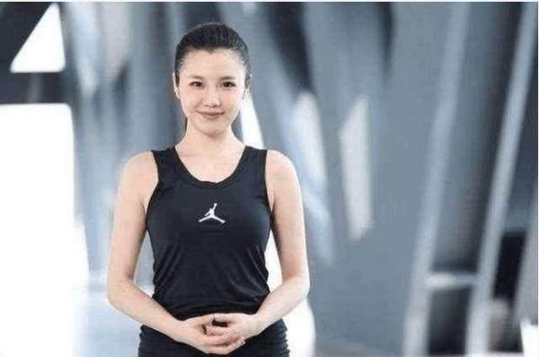 凤凰城娱乐:NBA3大美女主播颜值高身材好谁是你的菜