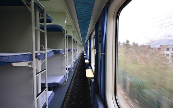 k火车硬座车厢图片_K字头火车硬卧是什么样的呢?要有图片!!!_百度知道