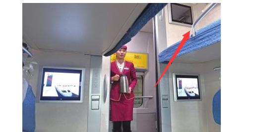 火车硬卧行李放哪里图片_火车卧铺上铺把行李放在哪里的_百度知道