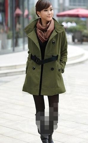 黄大衣搭配绿色短裤_绿色的衣服配什么颜色的裤子好看?_百度知道