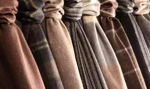 真丝丝巾的时尚围法与搭配