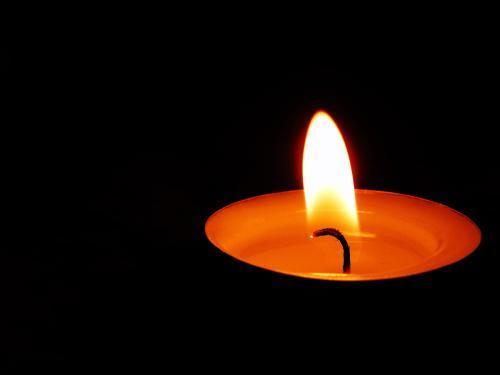 古人赞颂蜡烛的诗句