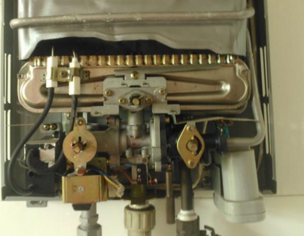空气热水器工作原理_强排型燃气热水器打不着火是怎么回事?_百度知道