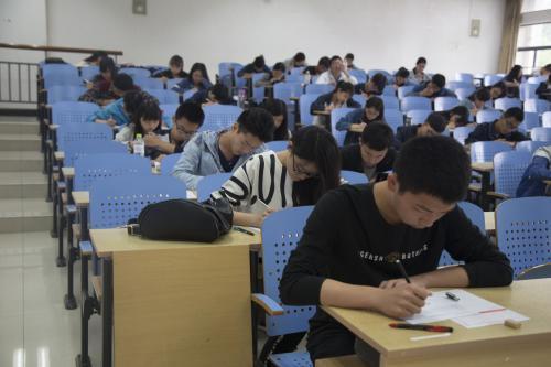 大学英语四级的证书由哪个机关颁发?