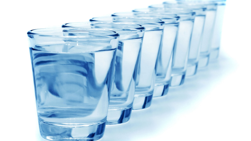"""""""每天8杯水"""",到底是多大的杯?这个说法是怎么来的?"""