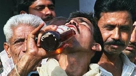 干了这杯假白酒,来世还做印度人!