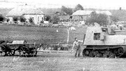 二战初期苏联被打得有多惨?拖拉机装上钢板就当坦克用!