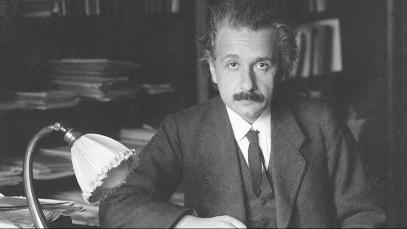 爱因斯坦如何差一点搞砸了广义相对论?