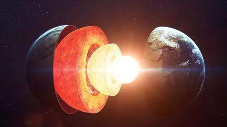 为啥地球核心高达6000度,却是固体的球?