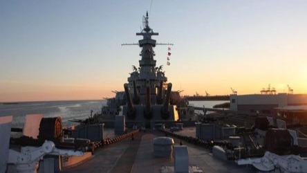 近距离观察排水量三万八千吨的巨舰!美国阿拉巴马号战列舰游览记