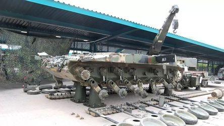 看来防护性能真不行!难得一见德国豹2坦克的高清拆解图片