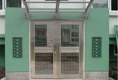 关于我们小区单元楼下的安全门怎么开