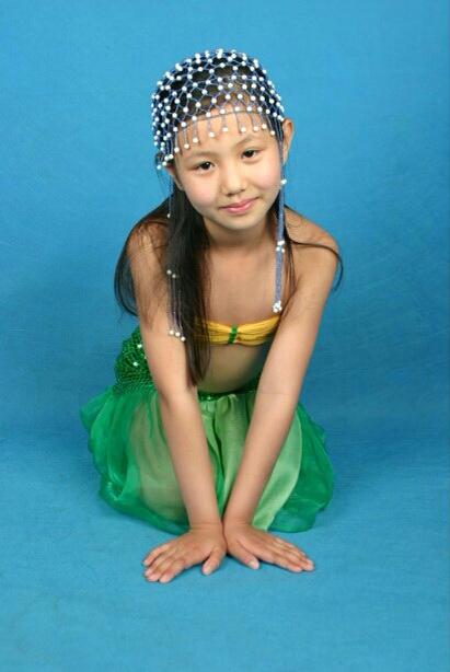 十四小女孩做爰相片_这两个小女孩哪个更漂亮,有明星气质,可以做童星?