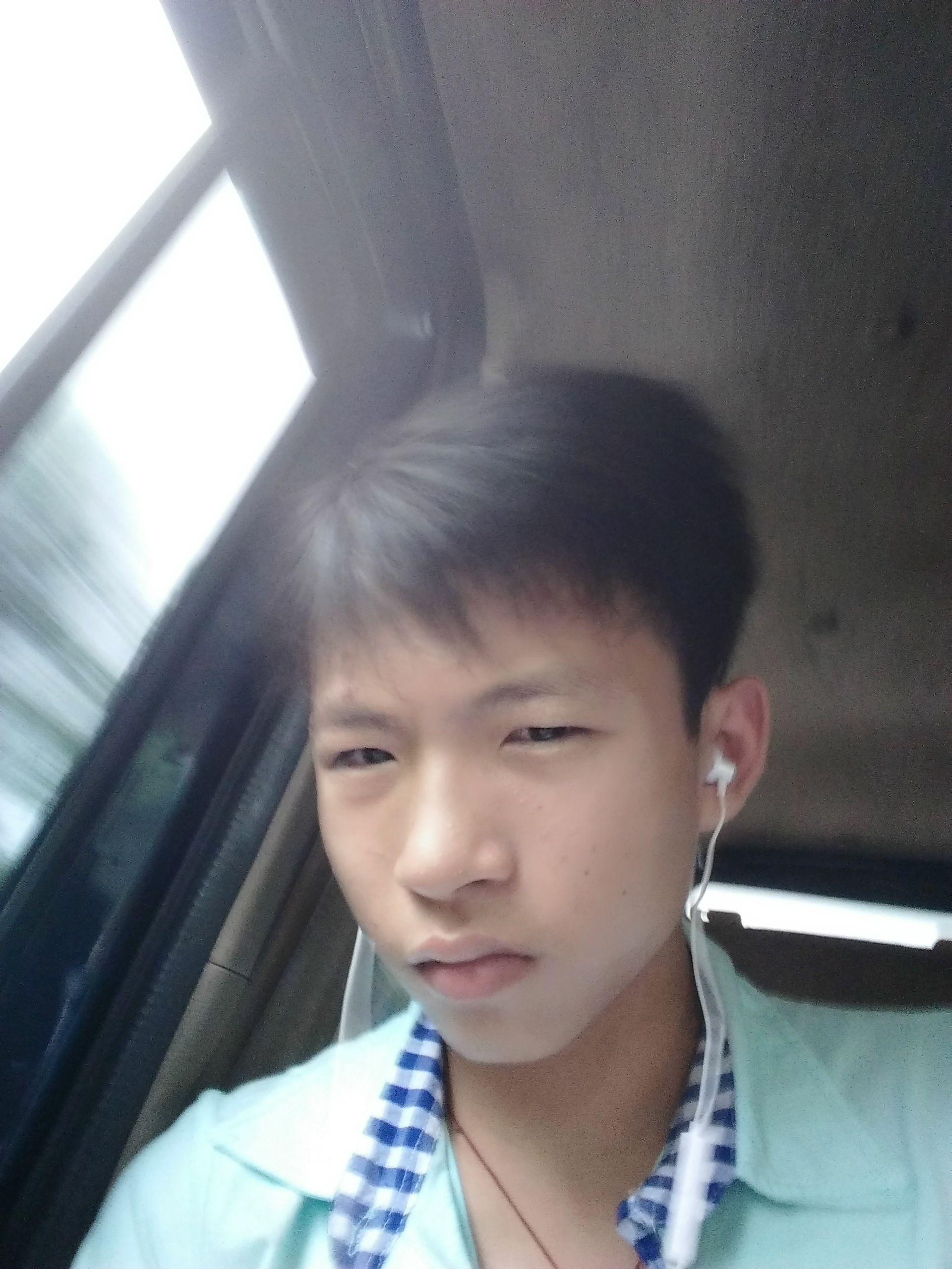13~14岁男生真人照片_我想要一张14岁男孩照片,谁有?_百度知道