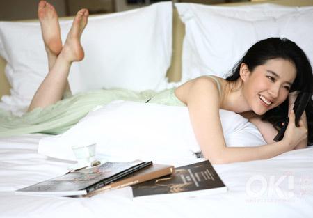 有刘亦菲的脚图片吗!_谁有刘亦菲清晰的玉足图片,越多越好。(要光脚的)_百度知道
