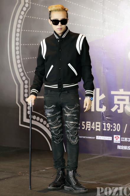 权志龙北京记者会_权志龙北京演唱会记者会上戴的眼镜是啥牌子的。_百度知道
