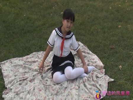 小女孩白袜内内照片_谁有这样未成年的小女孩穿着白袜的图片,好的加悬赏_百度知道