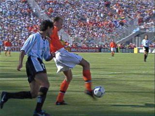 足球过人gif_大点的足球GIF图片_百度知道