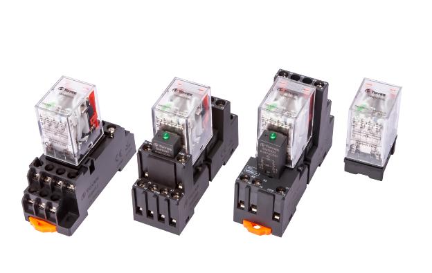 接触器线圈电压24v_24V继电器实物接线图接法怎么接?_百度知道