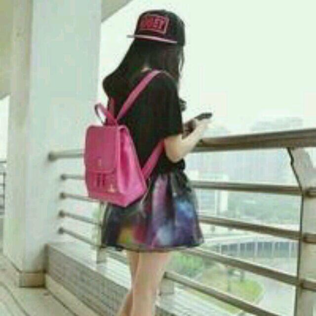 头像女生高冷背影_百度图片搜索_冷酷图片女生背影戴帽子大图要清晰_百度知道