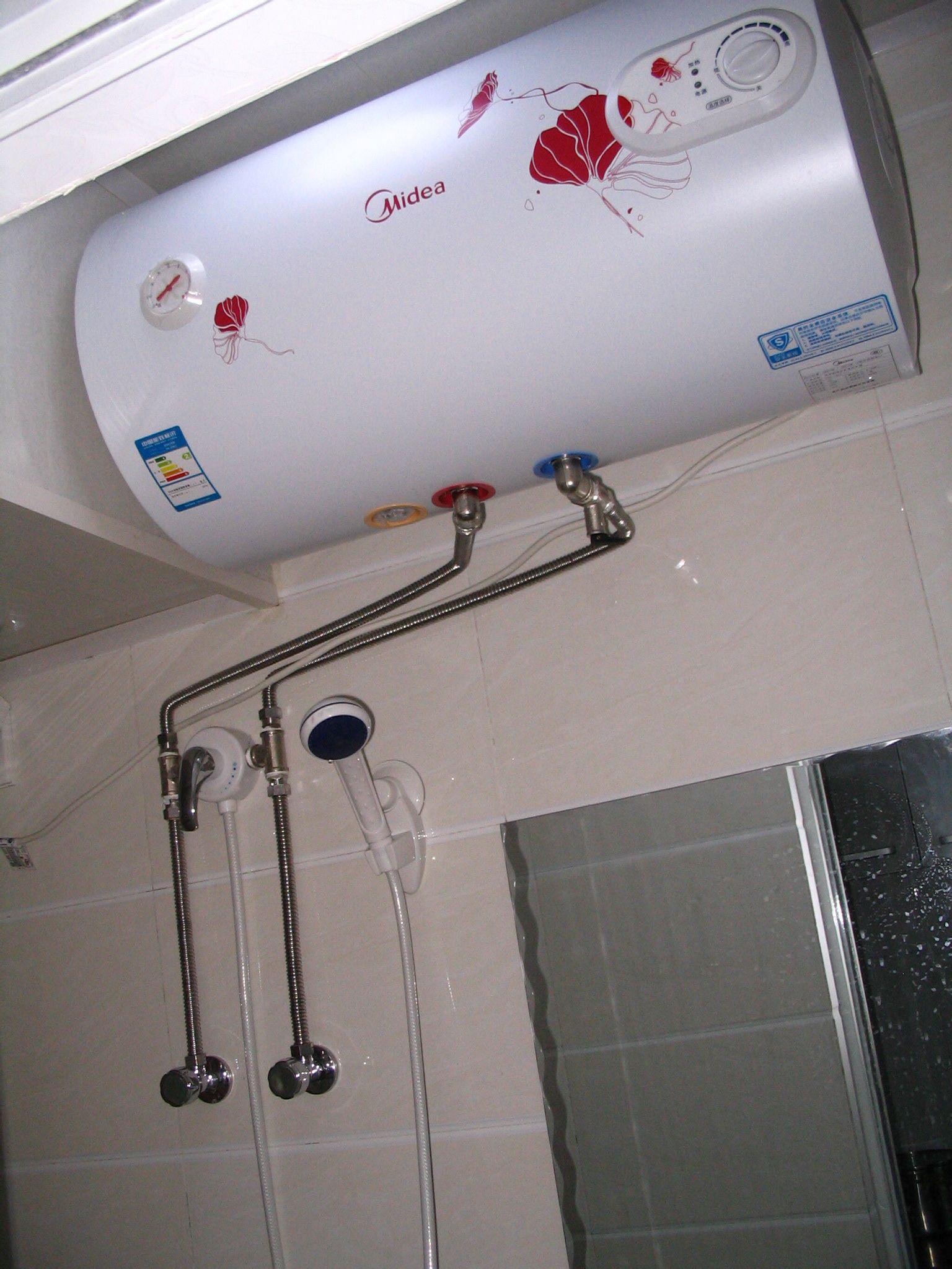 美的燃气热水器售后_美的热水器,安装收费太坑人,到哪里投诉呢?_百度知道
