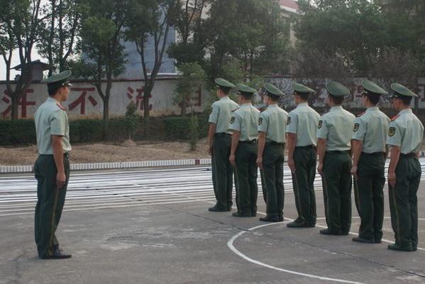 军队的一个营有多少人?