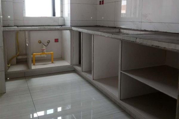 砖砌橱柜相比成品橱柜,有哪些优缺点?